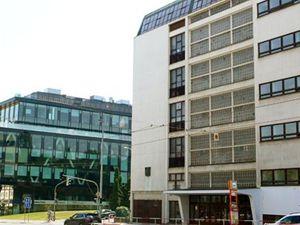 Linhartovo gymnázium a nová administrativa