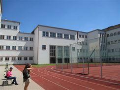 Základní školy - dvůr