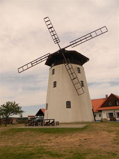 Bukovanský mlýn je větrný