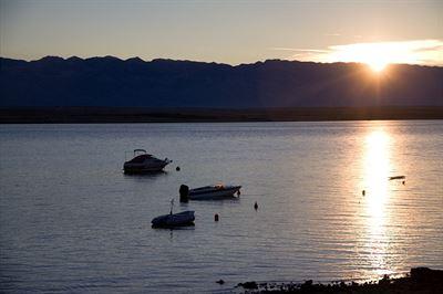 Standardně klidné moře focené ráno z terasy - takové bylo loni každý den a letos až do toho pondělka taky...
