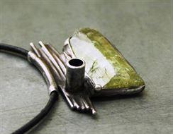 Kunzit (Pakistán) - ve šperku: náhrdelník