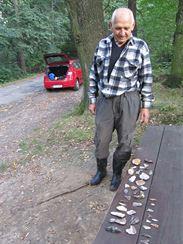 Pan Ji�� Dudek se sv�mi v�robky, foto autor